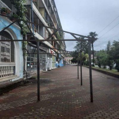 მშენებლობა ჭავჭავაძის ქუჩის ტროტუარზე